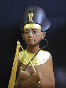 Tutankhamun wearing the Khepresh copyright Jon Bosworth