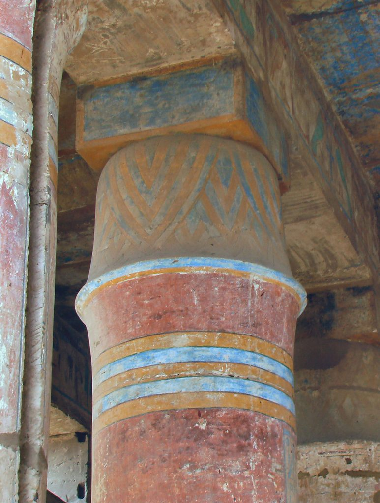 Column from Luxor Temple showing the bright colours used by Egyptians kairoinfo4u [CC BY-SA 2.0 (https://creativecommons.org/licenses/by-sa/2.0)]