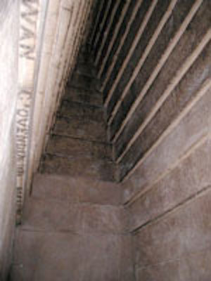 corbelled chamber of the Red Pyramid from www.egyptarchive.co.uk