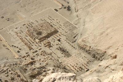Montuhotep's mortuary temple, from Italian Wikipedia. [GFDL (http://www.gnu.org/copyleft/fdl.html)]