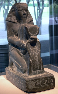 Senenmut holding a rebus of Hatshepsut's name