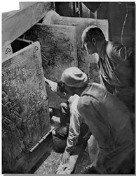 Howard Carter opens the tomb of Tutankhamun
