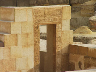 Doorway of the New Kingdom Sphinx Temple with the cartouche of Amenhotep II (copyright HoremWeb)