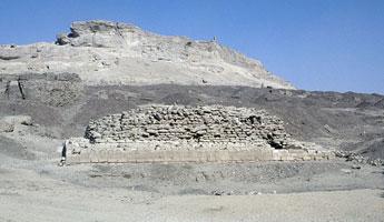 Small step pyramid at Zaiyat el-Maiyitin (copyright Roland Unger)