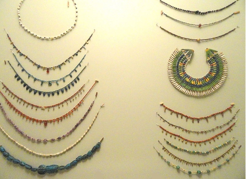 Necklaces and collars from Ancient Egypt; 18 - Middle Kingdom amethyst, carnelian and turquoise; 19 - 21st Dynasty in amethyst; 20 - New Kingdom faience from Albany Institute of History and Art, (photo by Daderot)